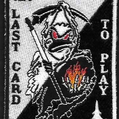 12 F - Last card to play - Noir Blanc - mod 3